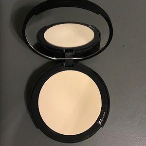 it cosmetics Makeup - It Cosmetics Bye Bye Pores pressed powder